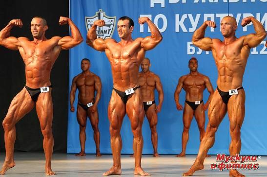От ляво надясно: Николай Николов (2-ри), Любомир Иванов (5-ти), Апостол Петков (1-ви)