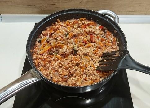 Кайма, зеленчуци и доматено пюре